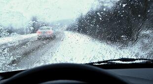 Trudne warunki na drogach Podlasia po opadach śniegu