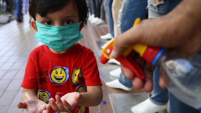 Choroba dzieci w różnych krajach. <br />We Francji zmarł dziewięciolatek