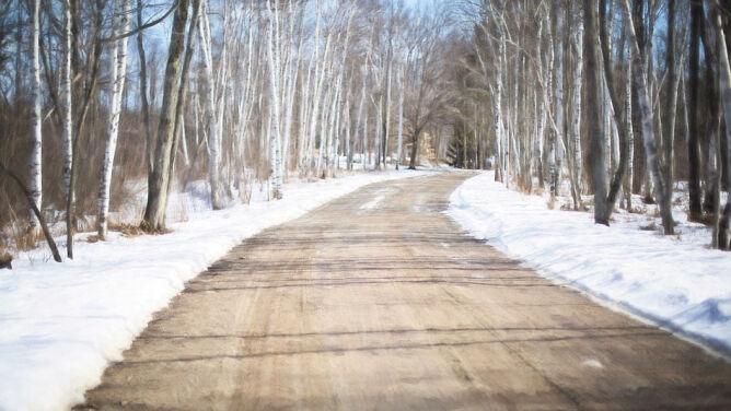 Warunki będą zmienne. Miejscami śnieg, miejscami ostre słońce