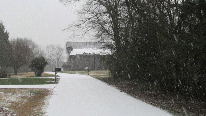 Opady śniegu dadzą się we znaki kierowcom